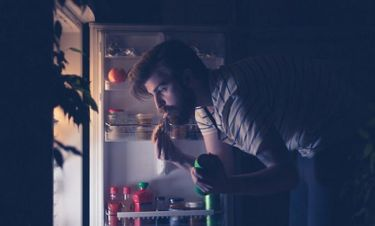 Φαγητό αργά το βράδυ: Γιατί αυξάνει τον κίνδυνο καρδιακών παθήσεων και διαβήτη