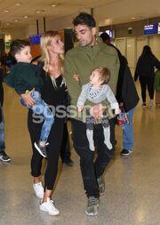 Nomads: Η Όλγα Πηλιάκη επέστρεψε – Συγκινημένη στην αγκαλιά του άντρα της και των παιδιών της
