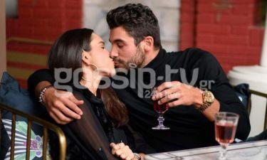 Nomads: Ήρθε στην Αθήνα και άρχισε τα φιλιά!