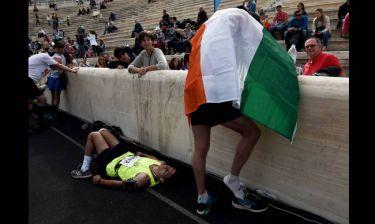 Μαραθώνιος Αθήνας: Εντυπωσιακά καρέ από τη στιγμή του τερματισμού