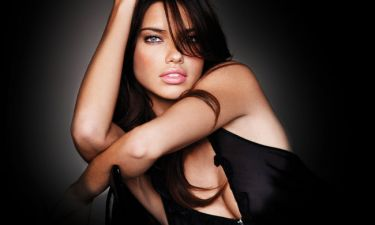 Adriana Lima: Η συμβουλή της στις νέες μητέρες: «Να ακούνε το σώμα του»