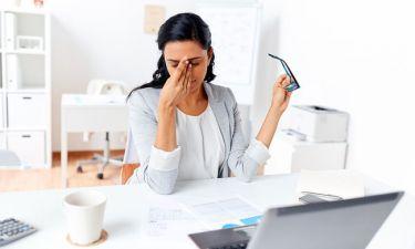 Θολή όραση: Πιθανές αιτίες & πότε πρέπει να επισκεφτείτε γιατρό
