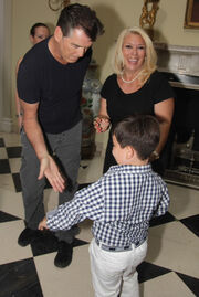 O Pierce Brosnan στον παλάτι της Σερβίας