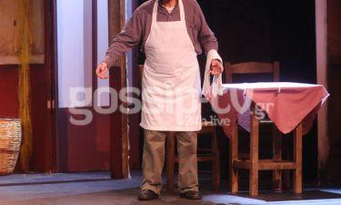 Ξανά στη σκηνή, στα 91 του χρόνια και στον ίδιο ρόλο! (φωτό)