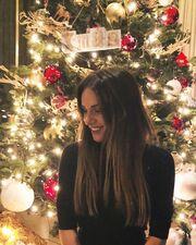 Η καλή νοικοκυρά… Η Τσολάκη άνοιξε το σπίτι της για να δούμε τον χριστουγεννιάτικο στολισμό