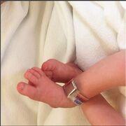 Έγιναν για πρώτη φορά γονείς! Η πρώτη φωτό του νεογέννητου από την Ελληνίδα μανούλα