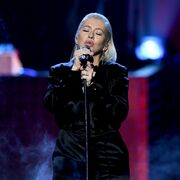 Christina Aguilera: Η εμφάνισή της στα American Music Awards και τα... χείλη της που συζητήθηκαν