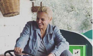 Χριστίνα Λαμπίρη: Πόζαρε πάνω σε τρακτέρ κι έκανε χαμό!