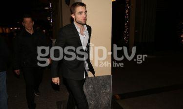 To gossip-tv «τσάκωσε» τον Robert Pattinson στην Βουκουρεστίου - Αποκλειστικές εικόνες