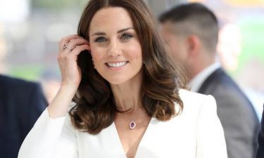 Οι πρώτες φωτογραφίες που δείχνουν τη φουσκωμένη κοιλίτσα της Kate Middleton θα σου φτιάξουν τη μέρα