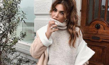 Δούκισσα Νομικού: Το κόλπο για να κάνεις πιο κολακευτικό το φαρδύ σου πουλόβερ