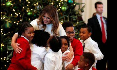Η Μελάνια Τραμπ στον «Χριστουγεννιάτικο» Λευκό Οίκο