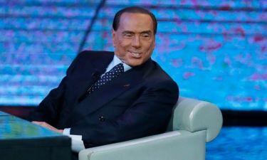 Σοκαριστικές εικόνες. Αλλοιώθηκε εντελώς το πρόσωπο του Berlusconi από τις πλαστικές