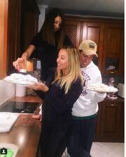 Η Γωγώ Μαστροκώστα μπήκε στην κουζίνα κι έφτιαξε κουραμπιέδες (φωτο)