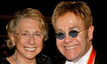 Σοκαρισμένος ο Elton John – «Έφυγε» από τη ζωή η μητέρα του