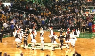 NBA: Γέμισε Ελλάδα το TD Garden των Σέλτικς στην ελληνική βραδιά (photos+videos)