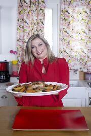 «Made @ Home»: Η Ντίνα Νικολάου μαγειρεύει μαζί με την Θέμιδα Καρδιόλακα