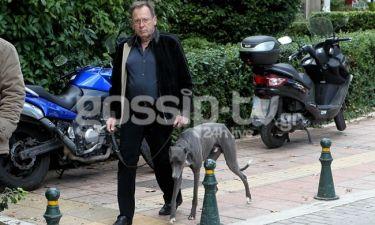 Ανδρέας Φουστάνος: Βόλτα στην Κηφισιά με τον σκύλο του