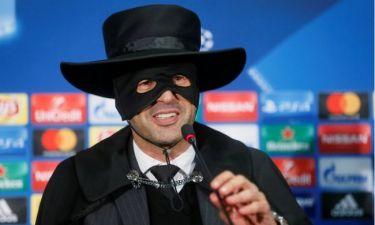 Επικό! Προπονητής έχασε στοίχημα και ντύθηκε Ζορό! (photos+video)