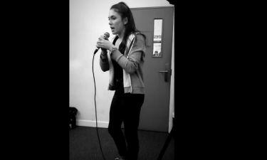Παπούλια: Ακούστε την κόρη της να τραγουδά στην σχολή της
