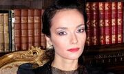 Πρωταγωνίστρια της σειράς 4ΧΧΧ4 δουλεύει τη μισή χρονιά ως ελαιοπαραγωγός στην Σαντορίνη