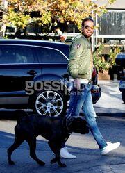 Γιώργος Μπόγρης: Βόλτα στην Γλυφάδα με τον σκύλο του