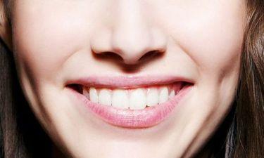 6+1 έξυπνα tips για να φαίνονται τα δόντια σου πιο λευκά