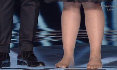 The Voice: Γιατί ο Μαραβέγιας έβγαλε ξυπόλητη στην σκηνή την 16χρονη διαγωνιζόμενη;