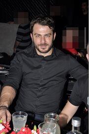 Ο Γιώργος Αγγελόπουλος διασκέδασε με Σφακιανάκη και Ζήνα