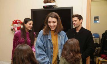 Οι πρωταγωνιστές της σειράς Παρθένα Ζωή στο σπίτι του Οργανισμού «Το Χαμόγελο του Παιδιού»