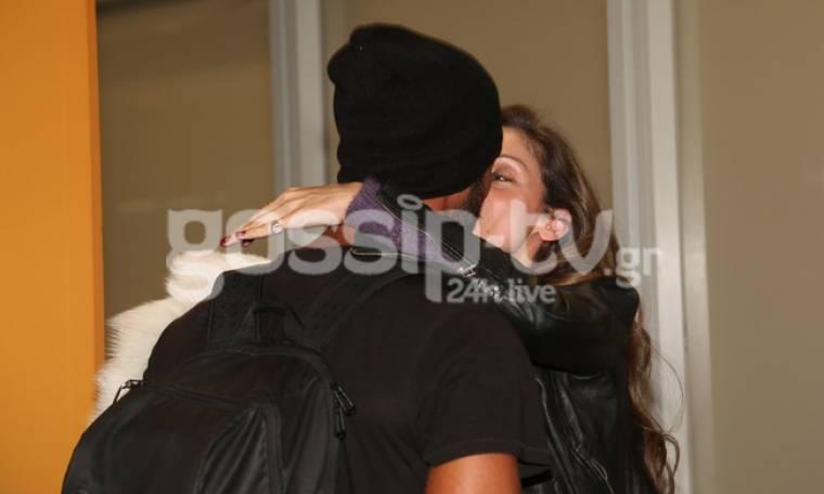 Nomads: Νίκος Αναδιώτης: Τα παθιασμένα φιλιά με τη σύζυγό του στο αεροδρόμιο
