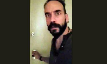 Μουζουράκης: Δείτε τις αντιδράσεις των παιδιών μόλις άνοιγε την πόρτα για να του πουν τα κάλαντα