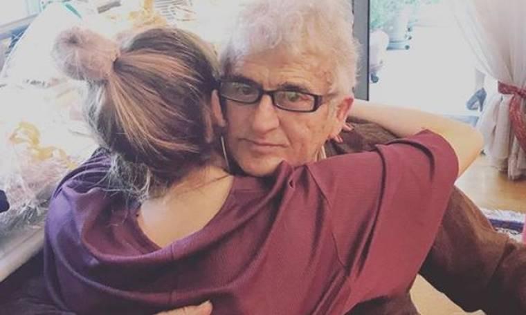 Η τεράστια αγκαλιά της παρουσιάστριας στον μπαμπά της και τα τρυφερά λόγια αγάπης