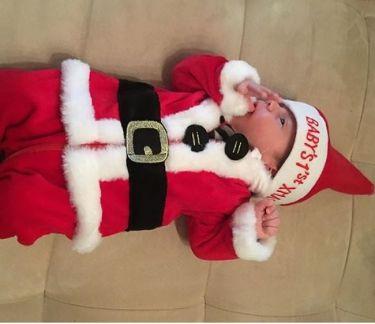 Το νέο μέλος στην οικογένεια του Μιχάλη Μουρούτσου ντύθηκε… Άγιος Βασίλης