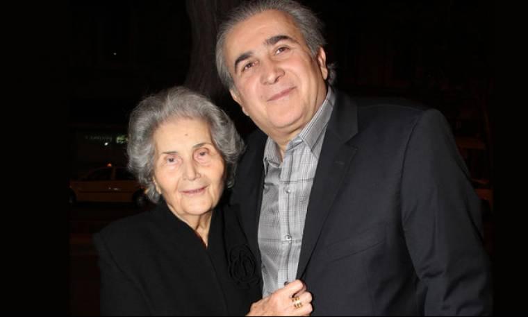 Ο Λαζόπουλος συγκινεί: «Από τη μαμά μου, μου λείπει πιο πολύ η αγκαλιά της... Με διαλύει αυτό»