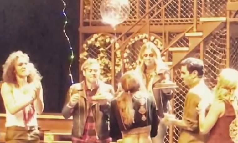 Μαίρη Συνατσάκη: Η έκπληξη που της έκαναν στη σκηνή για τα γενέθλια της