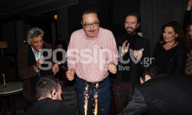 Ο Τάσος Κωστής γιόρτασε τα γενέθλιά του με τους συναδέλφους του