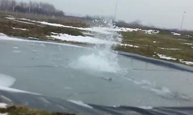 Θέλησαν να προκαλέσουν έκρηξη κάτω από μια παγωμένη λίμνη. Το αποτέλεσμα, τρομακτικό (video)