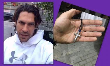 Συγκινεί ο Σπαλιάρας: «Μία άρρωστη γυναίκα μου έδωσε μία αγκαλιά και αυτό το σταυρουδάκι…»