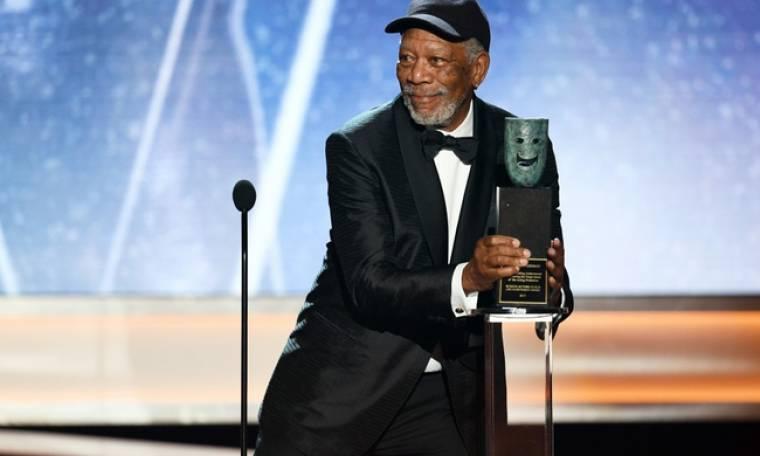 Ο εκνευρισμός του Morgan Freeman στην βράβευσή του