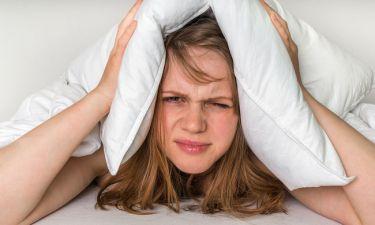 Ξυπνάτε κουρασμένοι; Αυτές είναι οι 9 πιθανές αιτίες