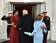 Λύθηκε το μυστήριο. Αυτό είναι το δώρο που έκανε η Melania Trump στην Michelle Obama