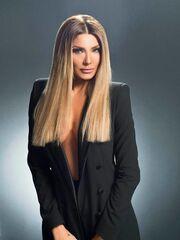 Η Αγγελική Ηλιάδη ποζάρει sexy για την αφίσα της