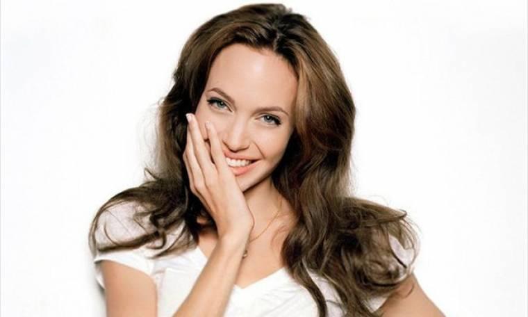 Προβλέπεται χωρισμός; Η Angelina Jolie είναι «in love» με το πιο sexy αρσενικό του Hollywood