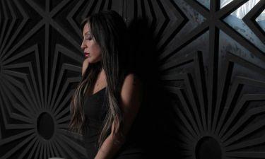 Μαρία Καρλάκη: Το cover του νέου της τραγουδιού έχει την υπογραφή του Γιώργου Σταθόπουλου