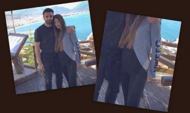 Μπαμπάς ο Τζαβέλλας; Η πόζα με την φουσκωμένη κοιλίτσα της Πικράκη (Nassos blog)