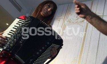 Μιρέλα Πάχου: Η τραγουδοποιός με το ακορντεόν παίζει στο «Ριπλέι»