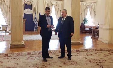 «Αυτοψία»: Ο Υπουργός Εξωτερικών στον Αντώνη Σρόιτερ