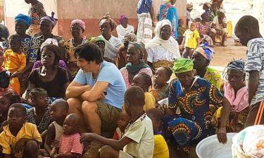 «Δεν αμείβεται ο Παπακαλιάτης για το ντοκιμαντέρ που γυρίζει για την ActionAid»