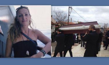 Καρολίνα Κάλφα: Θλίψη στην κηδεία της παρουσιάστριας, που κάηκε μέσα στο σπίτι της